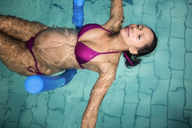 femme enceinte natation piscine